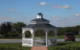 Gazebo with disappearing screens