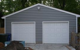Garage with extended apron for parking